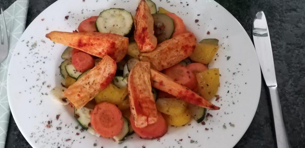 Mediterranes Gemüse mit Süßkartoffelwedges